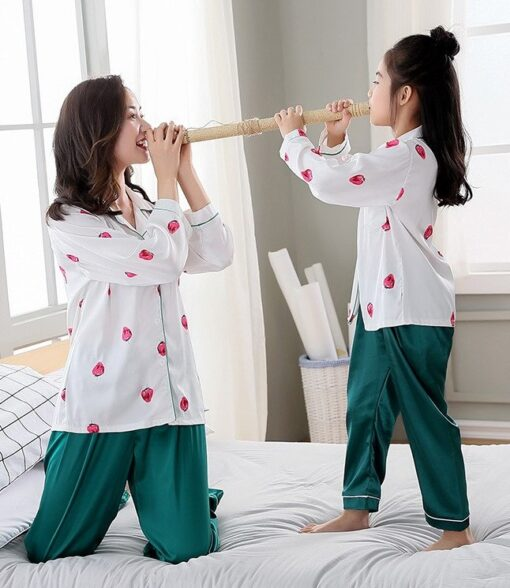 Classy Prints Mother and Daughter Twinning Pajamas 1